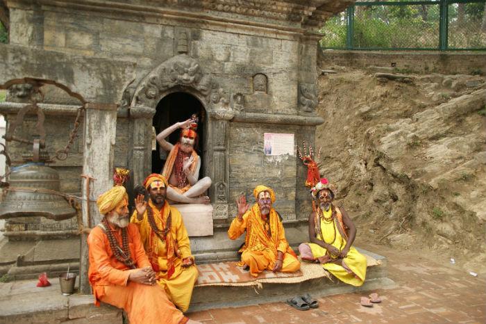 locales-personas-en-katmandú