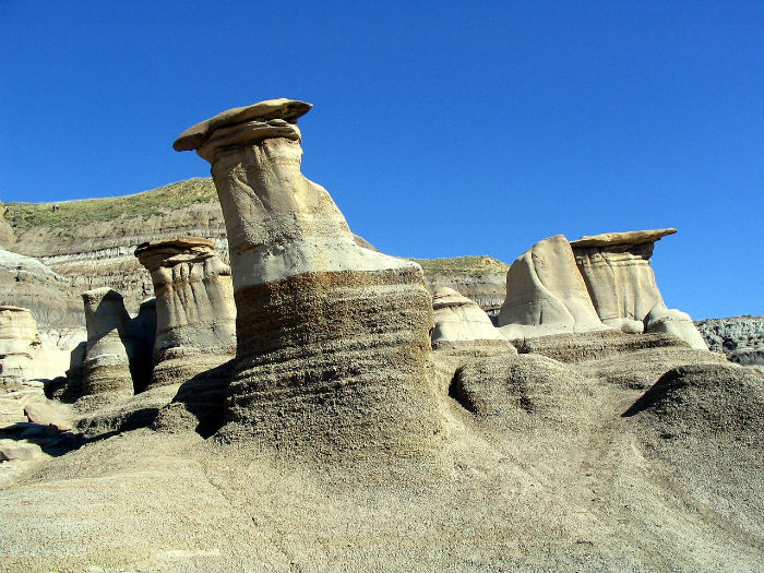 hoodoos-tourist-attraction-alberta