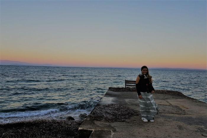 Female-traveler-greece