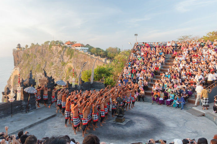 Uluwatu-fire-dance-Bali-Itinerary-7-days